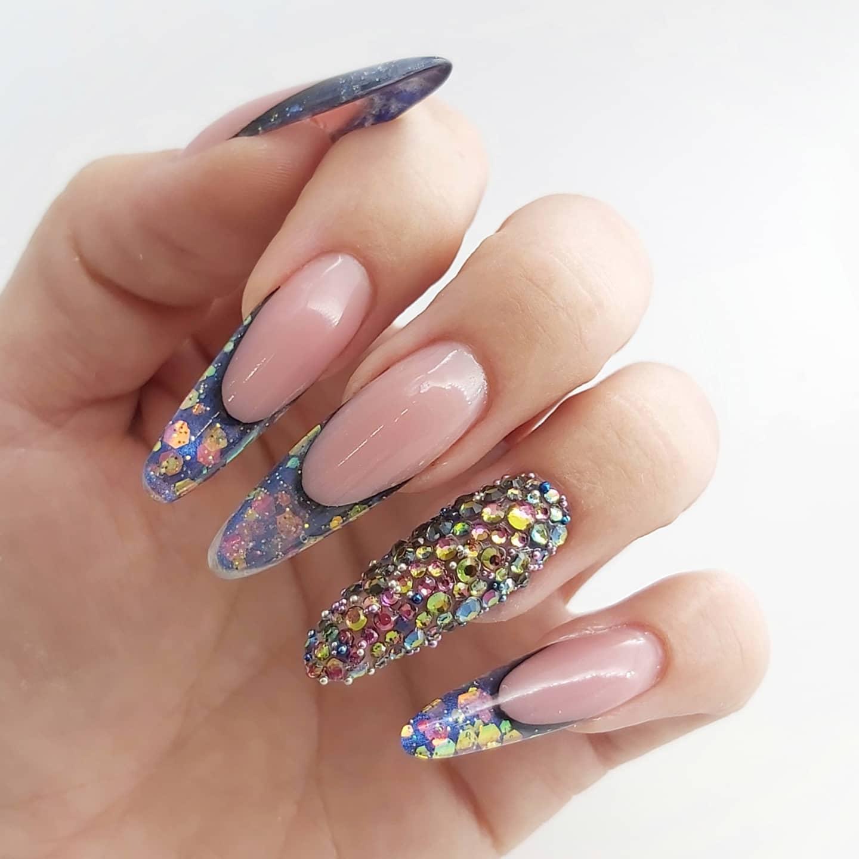 diseño original de pintura de uñas de nuestro curso en Granada de manicura