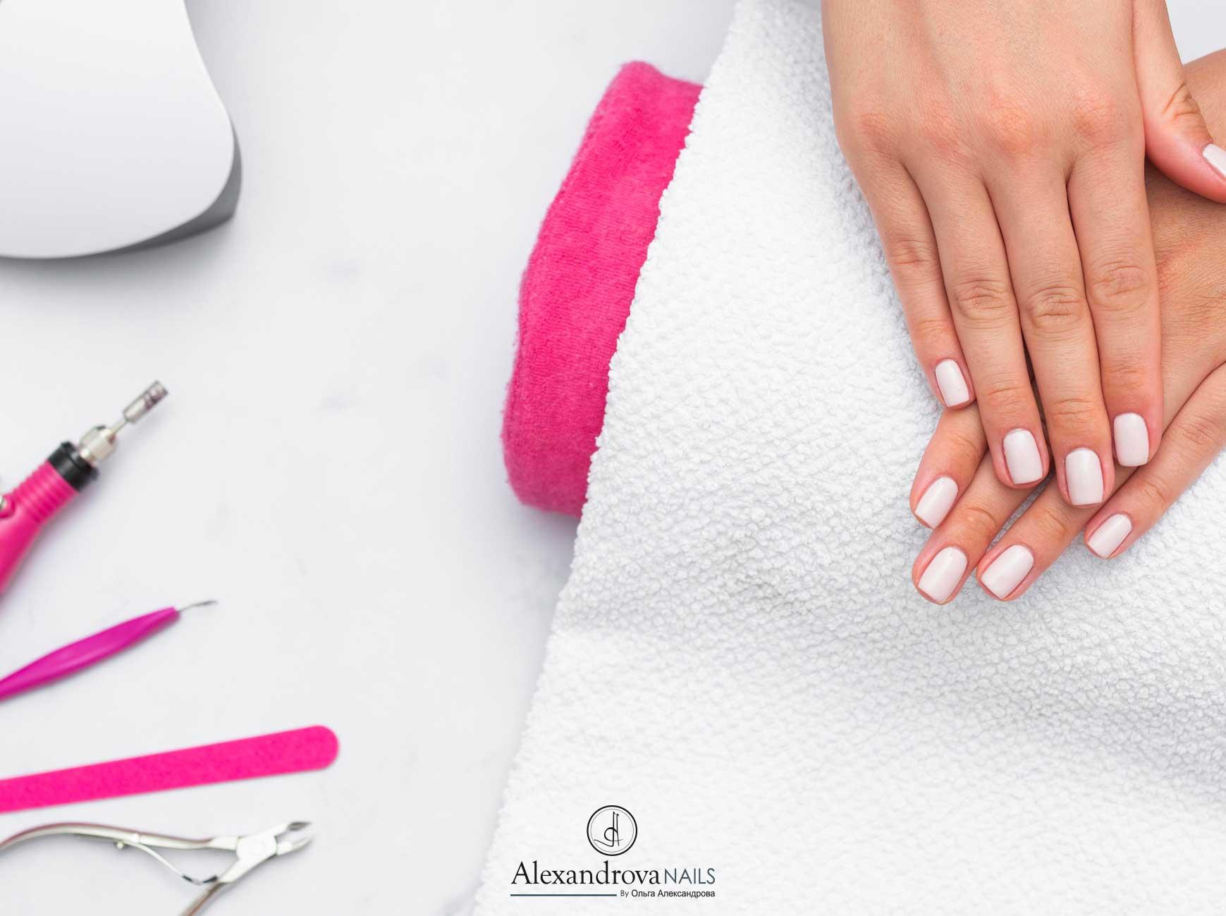 cursos de decoración de uñas acrílicas, uñas de gel y diferentes técnicas de manicura