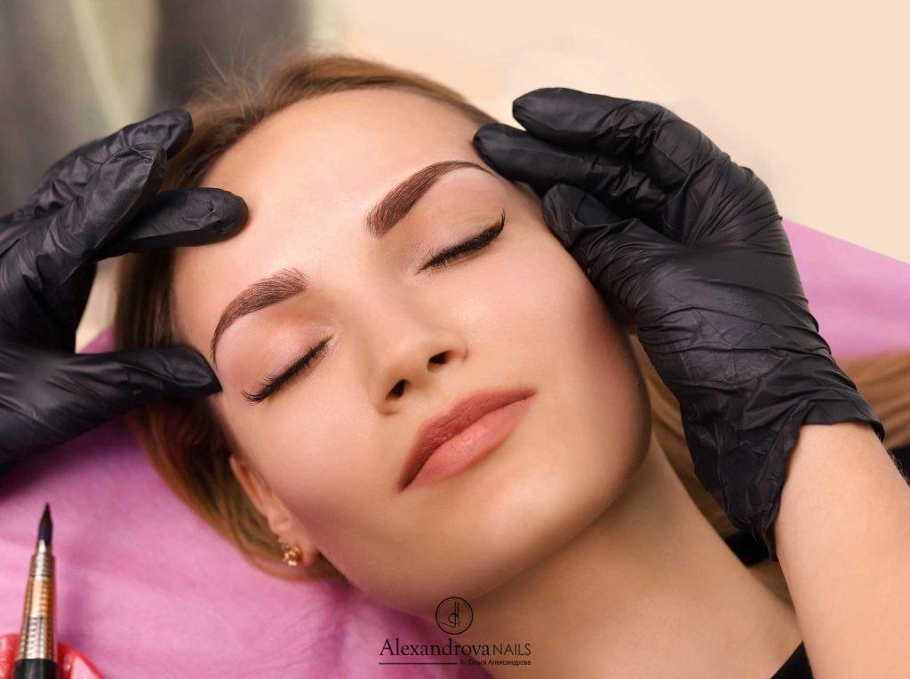 cejas de mujer tras el curso de micropigmentación en Granada