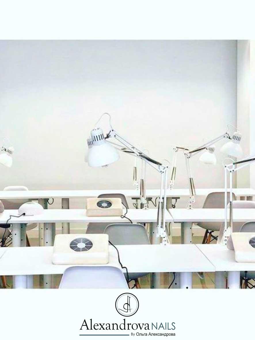 aula para los cursos de manicura rusa en Granada