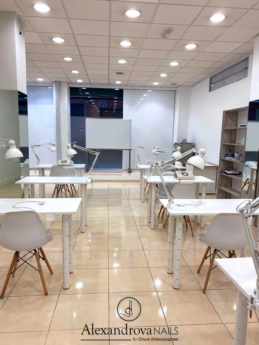 aula de los cursos de decoración de uñas de gel y otras técnicas en Granada