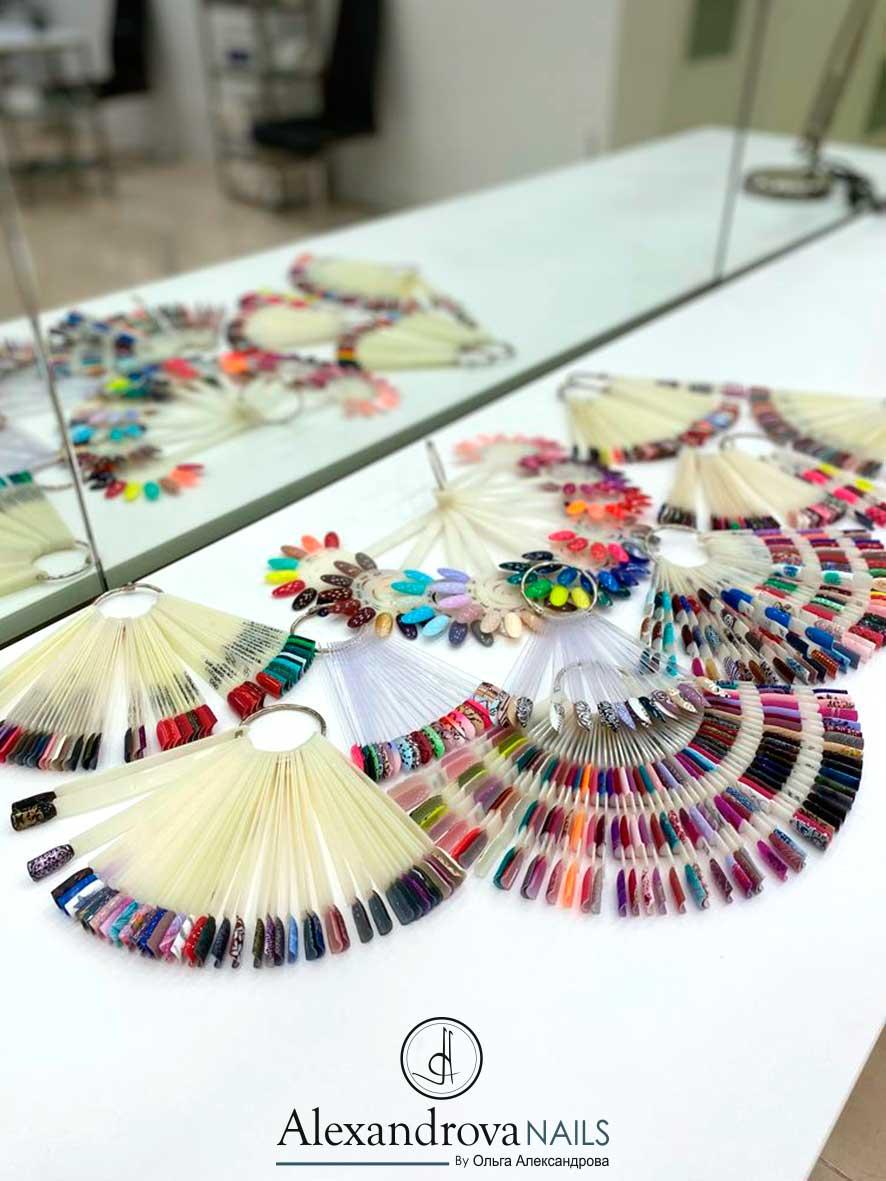 muestrarios de colores de uñas para los cursos de decoración de uñas acrigel