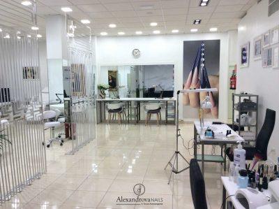 salón de belleza de Alexandrova Nails donde se imparten cursos de decoración de uñas